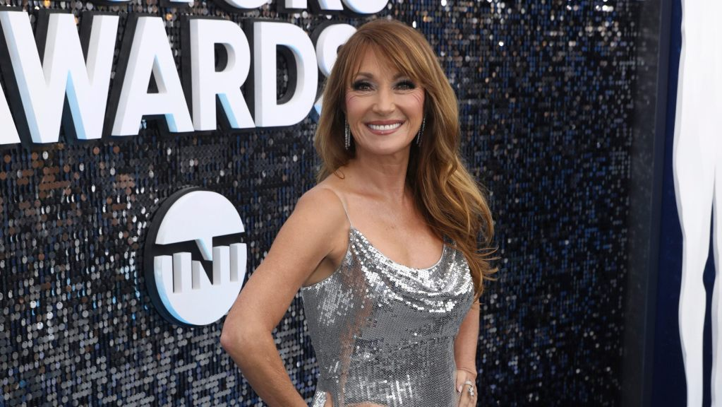 jane-seymour,-69,-poses-in-sports-bra-to-encourage-her-fans-to-share-positivity-and-encouragement