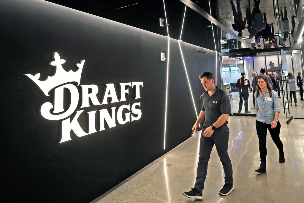 draftkings-surges-after-announcing-espn-deal