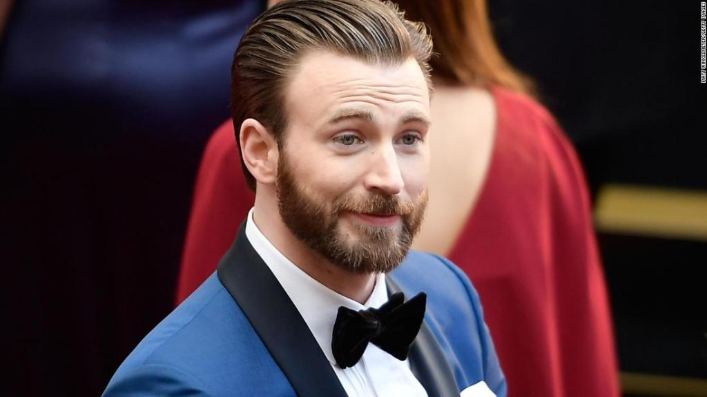 chris-evans-uses-that-nsfw-pic-for-a-patriotic-purpose