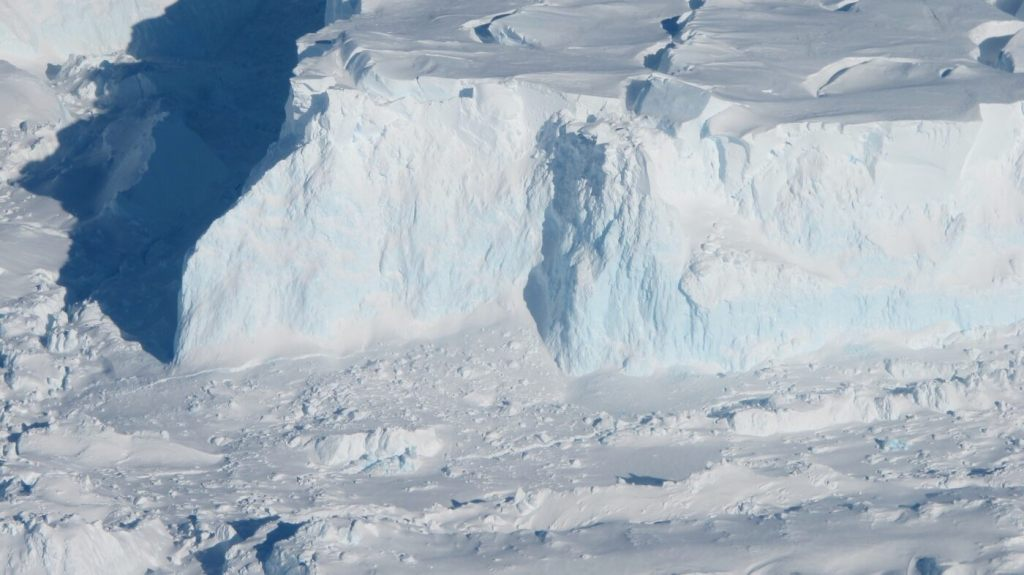 scientists-find-severe-damage-to-2-major-antarctic-glaciers-in-satellite-images