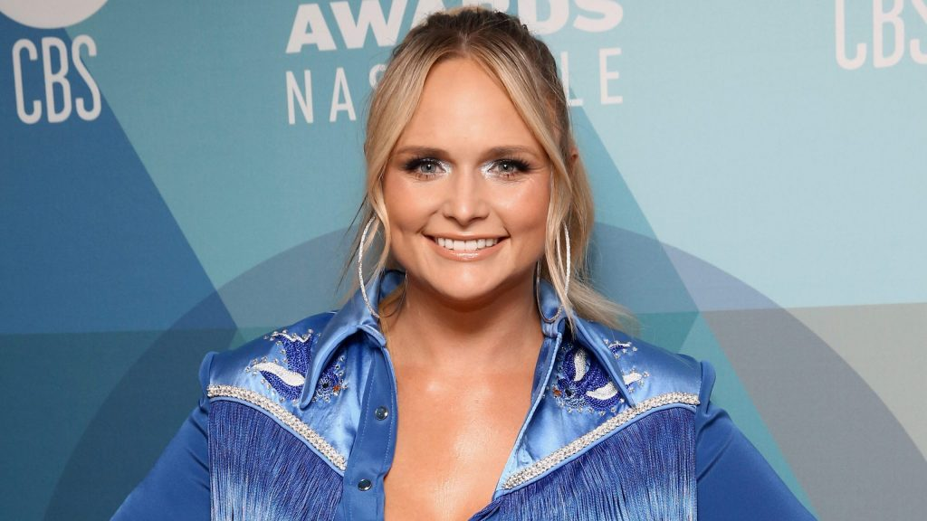 miranda-lambert-wows-fans-at-2020-acms-with-acoustic-performance-of-hit-'bluebird'-at-bluebird-cafe:-'iconic'