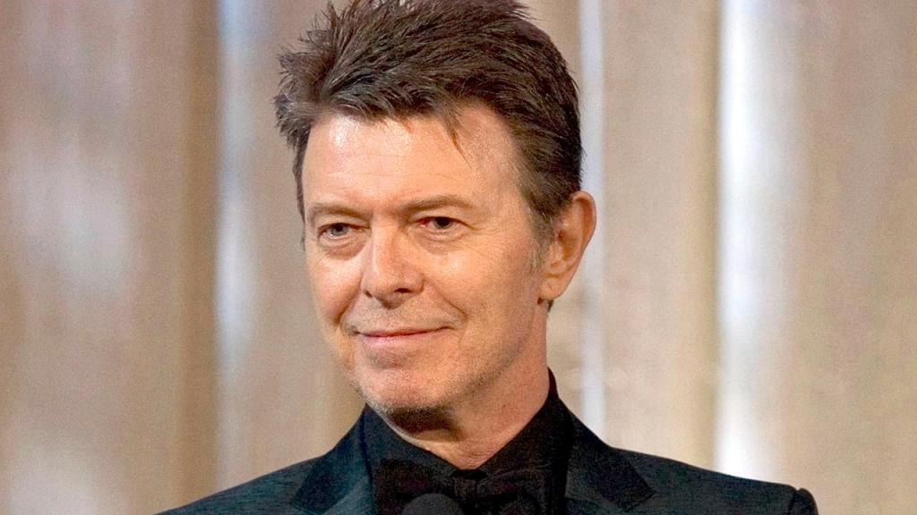 David Bowie was 'a cheerful soul,' photographer says: 'He came to play'