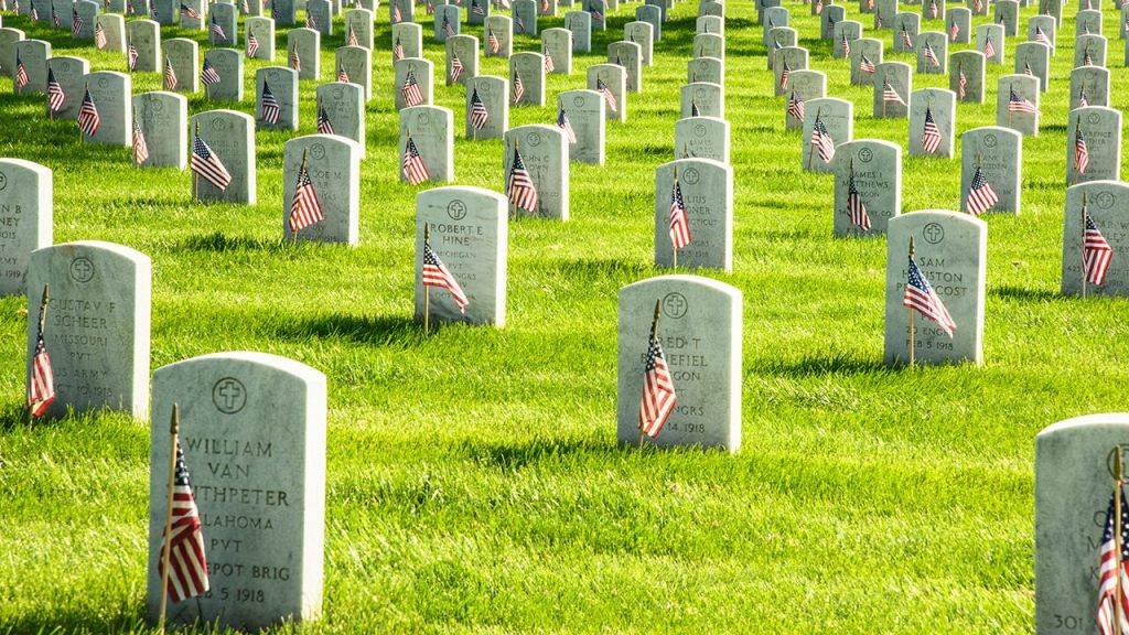 Lawmakers, veterans call on Arlington National Cemetery to reverse Wreaths Across America cancellation
