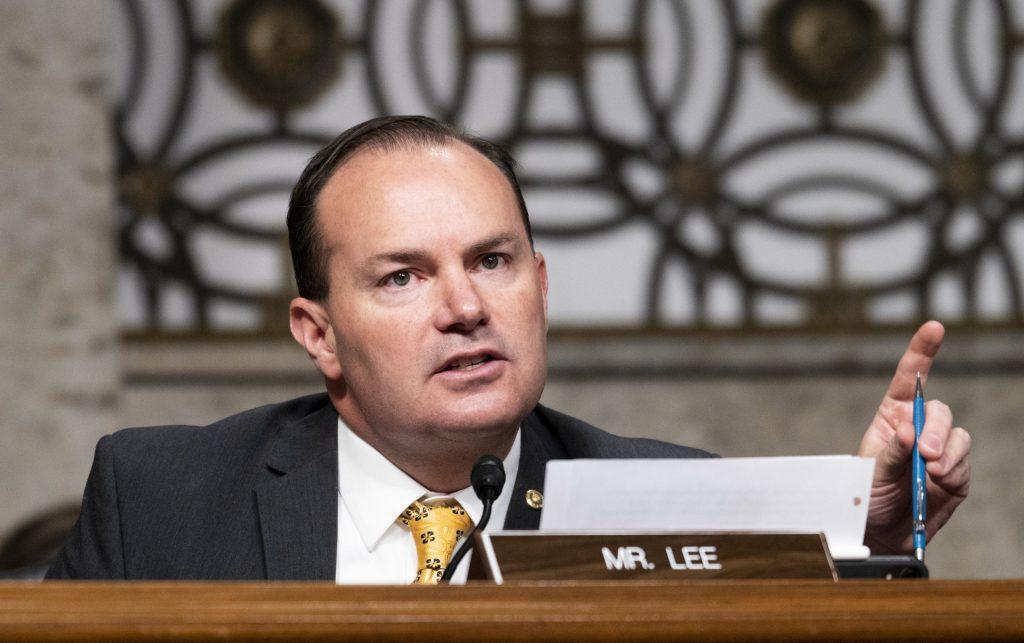 Lee responds to Feinstein on armed Trump supporters: 'Only violence that I'm aware of' was from Antifa