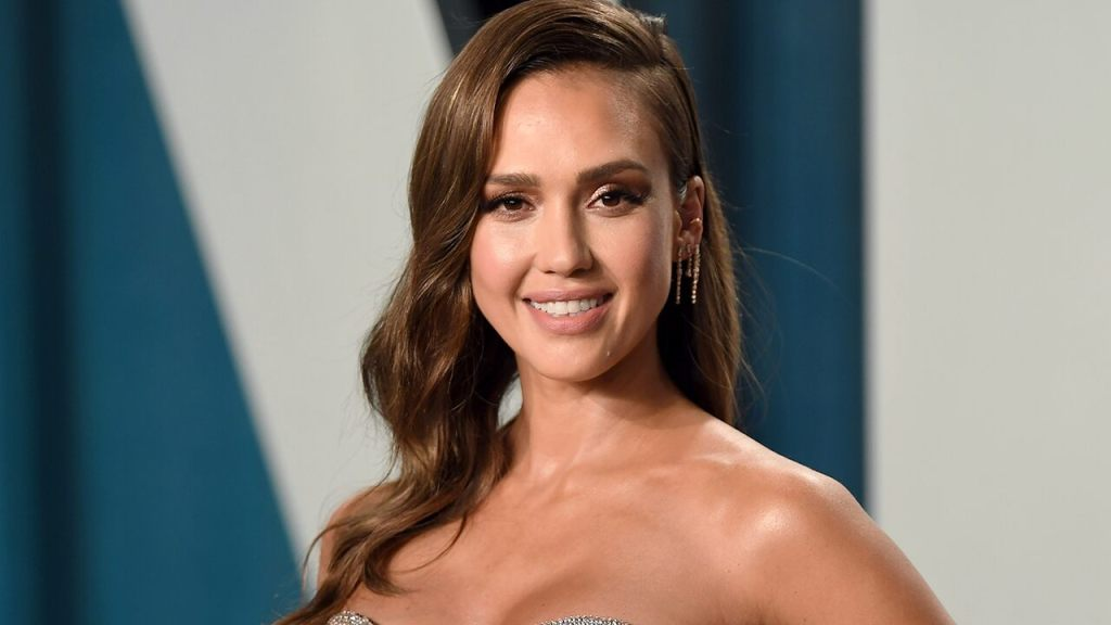 Jessica Alba recalls the moment her daughter realized she was famous: 'She was mortified'