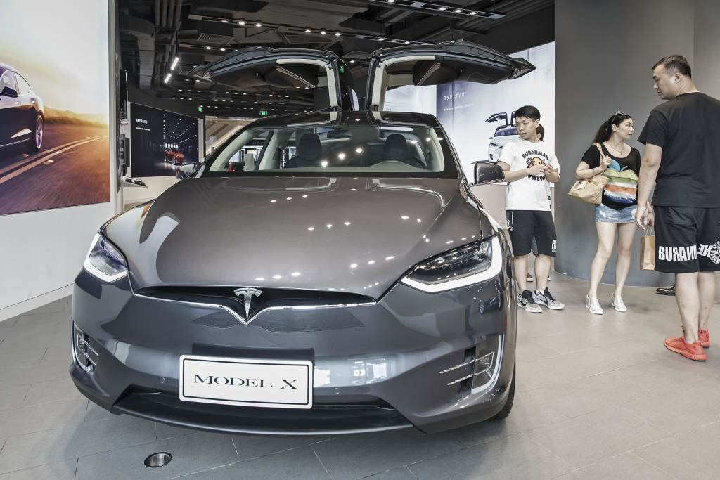 NHTSA asks Tesla to recall 158,716 Model X, S over touchscreen glitch
