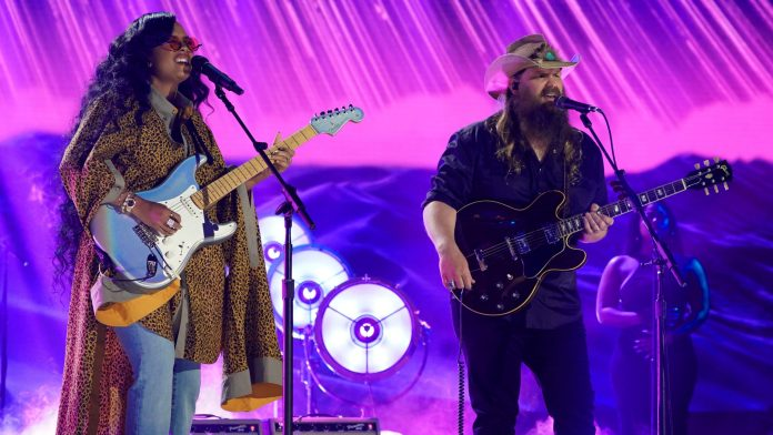 H.E.R., Chris Stapleton steal show at 2021 CMT Music Awards: 'That's more like it'