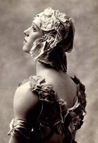 Le Spectre de la Rose 1911  Une fleur immortelle  Les Chaussons verts