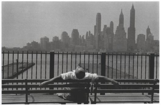 © Louis Stettner - Manhattan from the Brooklyn Promenade - 1954