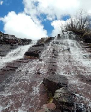Водопад Копрен (лево) и Калуђерски водопад (десно)