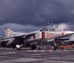 polish_air_force_mikoyan-gurevich_mig-23ub_schleiffert-1