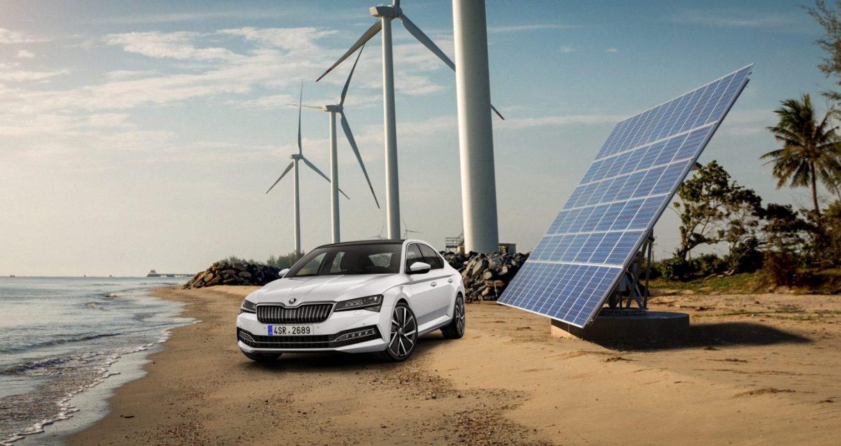 skoda-superb-solarni-vetrna-elektrarna