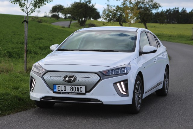 Hyundai-IONIQ-Electric- (1)