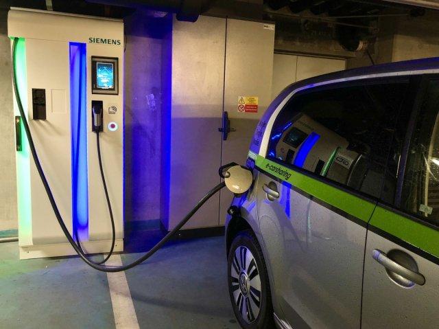 GreenGo-volkswagen-e-up-dobijeci-stanice-Siemens-CPC-50-kW-1