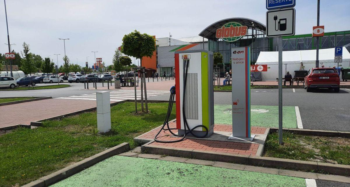 Globus_nabijeci_stanice_E.ON_na_elektromobily