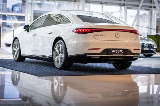 2021-Mercedes-Benz_EQS-2