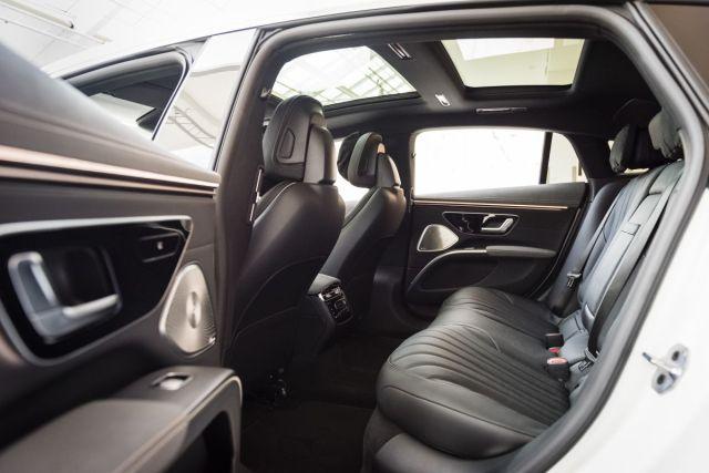 2021-Mercedes-Benz_EQS-9