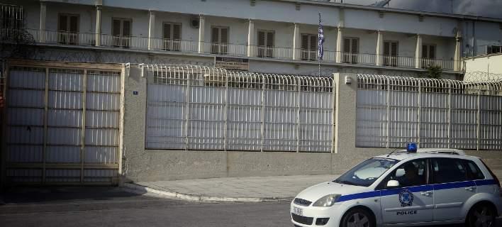 Κρατούμενοι μαστίγωσαν σωφρονιστικό υπάλληλο στις φυλακές Κορυδαλλού