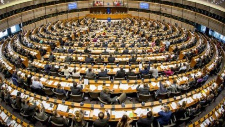 Σχεδόν ομόφωνα το ψήφισμα για την απελευθέρωση των Ελλήνων στρατιωτικών