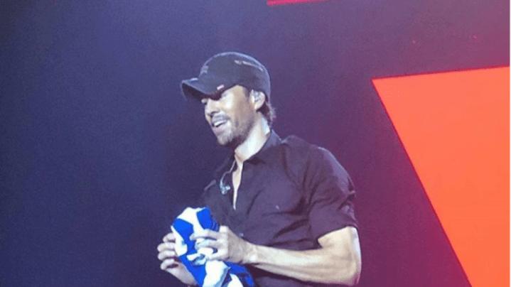 nJoy radio:Ο Ενρίκε Ιγκλέσιας με την ελληνική σημαία στα χέρια «γκρέμισε» το ΟΑΚΑ