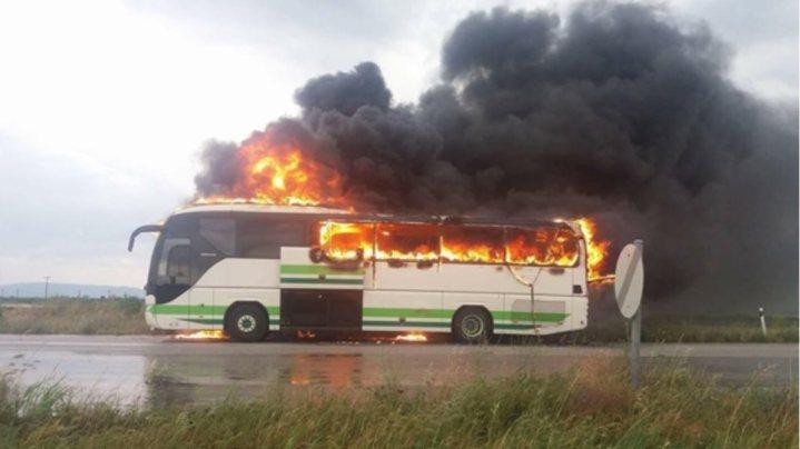 Τρόμος σε δρομολόγιο του ΚΤΕΛ στην Αλεξανδρούπολη: Κεραυνός χτύπησε εν κινήσει λεωφορείο με 12 επιβάτες
