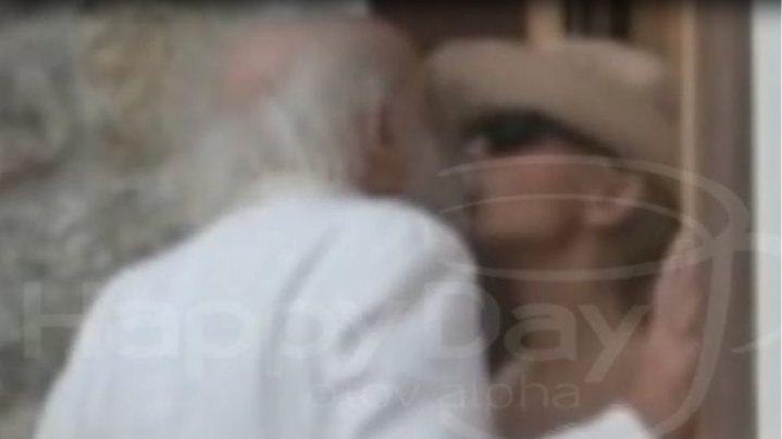 Το gossip της ημερας:Τρυφερά φιλιά στην Μύκονο