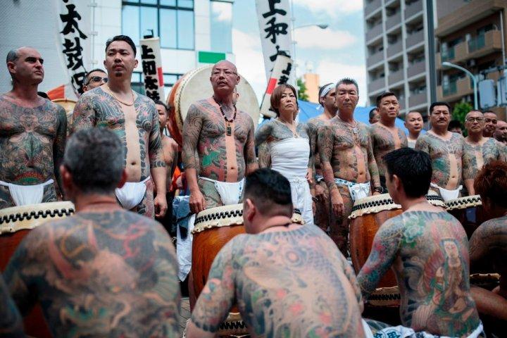 Sanja Matsuri Festival. Όταν τα μέλη της Yakuza επιδεικνύουν ημίγυμνα τα τατουάζ τους και οι γκέισες περιδιαβαίνουν τους δρόμους του Τόκιο