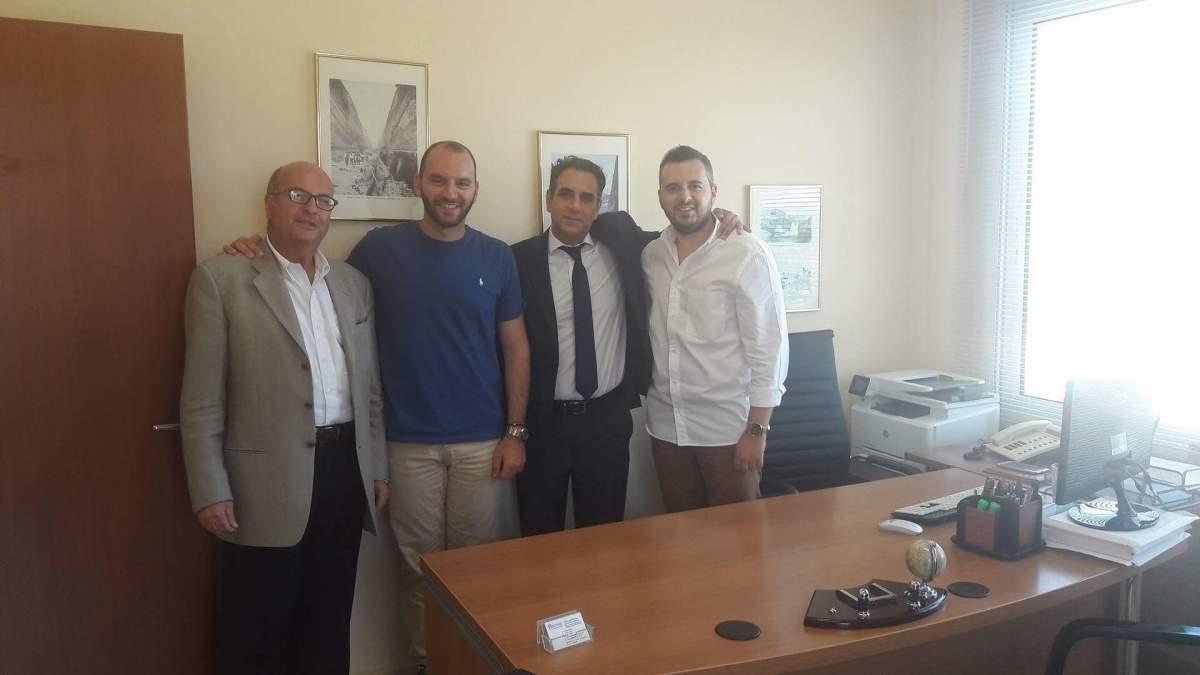 Στα γραφεια της ασφαλιστικης Πιέτρης & Συνεργάτες ο ιδιοκτήτης της Υδρογείου Ασφαλιστικής