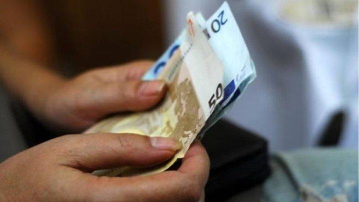 Τι πρέπει να κάνουν όσοι δεν πήραν χθες τα λεφτά από την επιστροφή φόρου