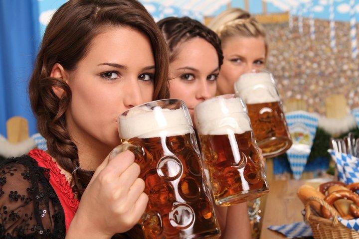 Έξι μπύρες ή έξι ποτήρια κρασί την εβδομάδα κάνουν καλό στην καρδιά, λέει νέα έρευνα