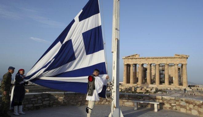 Le Monde: Η Ελλάδα θα πετάξει τώρα με τα δικά της φτερά