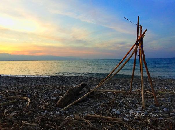 Παραλία «Καλάμια» σήμερα: Ε, ο Ζορμπάς κάτι μας άφησε να παίζουμε. Τα κουνούπια όμως δεν τα πήρε. (12 φωτογραφίες)