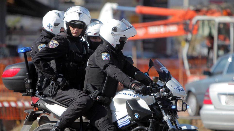 Επίθεση σε αστυνομικούς της ομάδας ΔΙΑΣ στη Βούλα – Τρεις τραυματίες