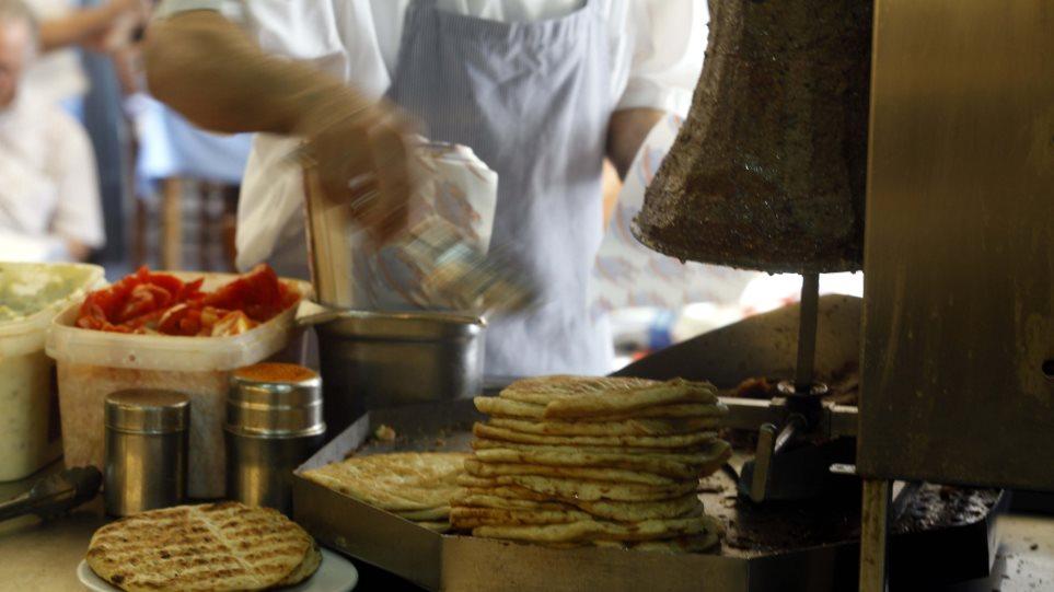 Η τιμή στο κρέας για το σουβλάκι θα αυξάνεται για ένα χρόνο λόγω.. Κίνας