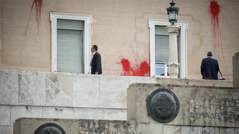 Επίθεση Ρουβίκωνα στη Βουλή: Πολιτική θύελλα και μέτρα κατόπιν… εισβολής
