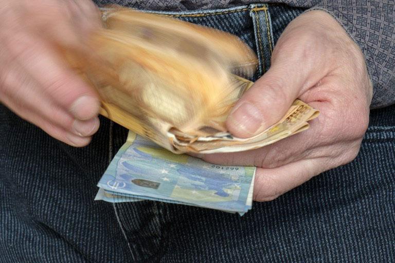 Στα… μανταλάκια οι μεγαλοοφειλέτες – Έρχεται λίστα με όσους χρωστούν στο Δημόσιο πάνω από 150.000 ευρώ