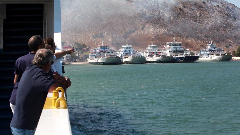 Φωτιά στη Σαλαμίνα, προληπτική εκκένωση του οικισμού Κακή Βίγλα