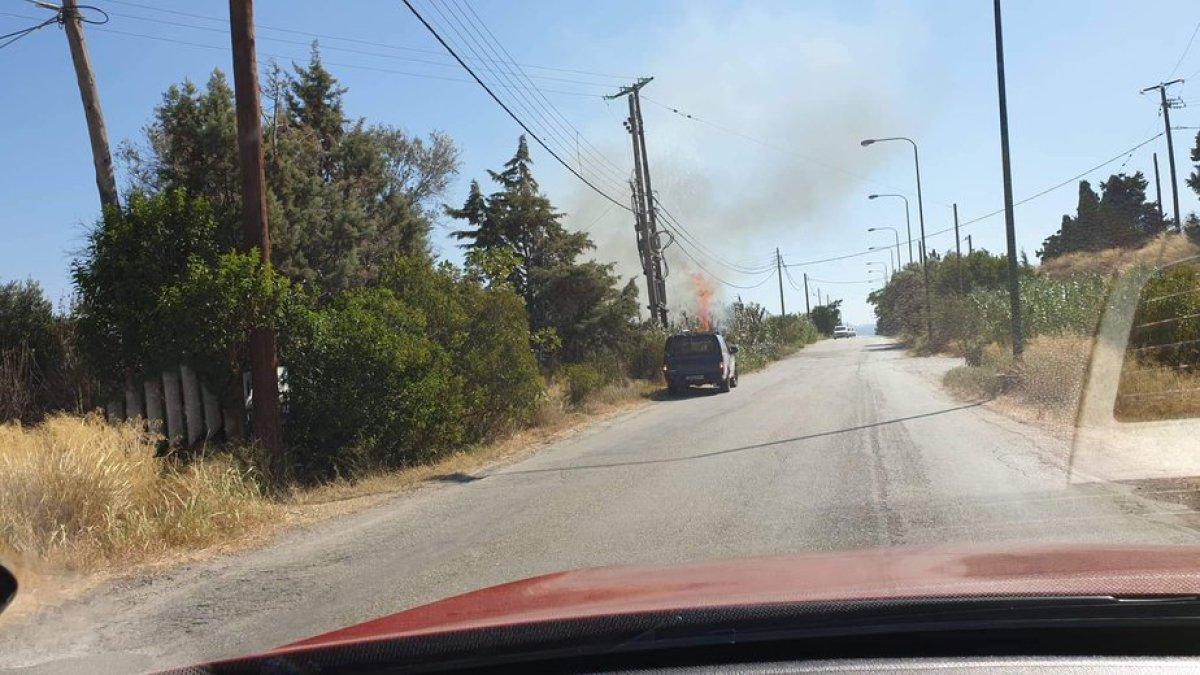 Τώρα: Φωτιά κοντα στη σχολή μηχανικου