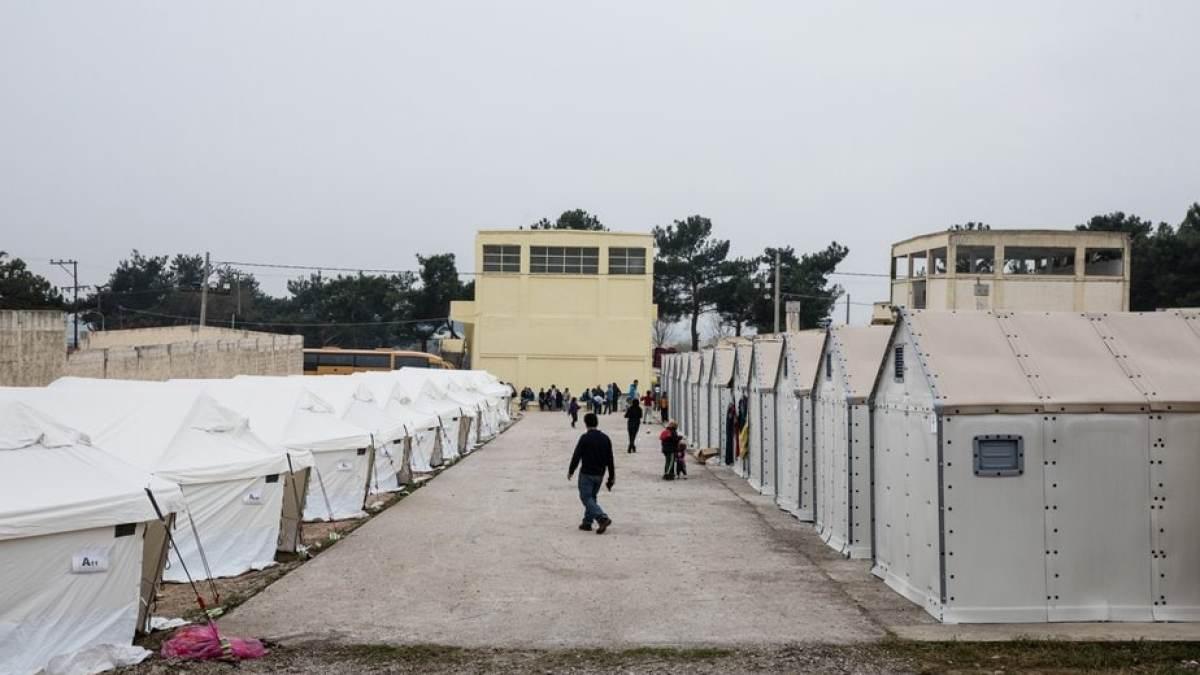"""Τα """"στρατόπεδα"""" της Κορίνθου"""