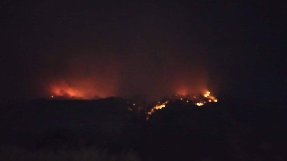 Νυχτερινές εικόνες από την πύρινη κόλαση των Γερανειων