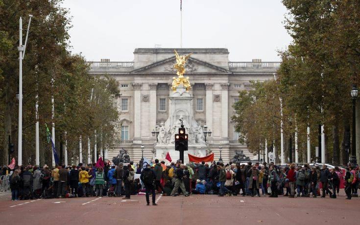 Χιλιάδες ακτιβιστές για το περιβάλλον κατέκλυσαν το Λονδίνο