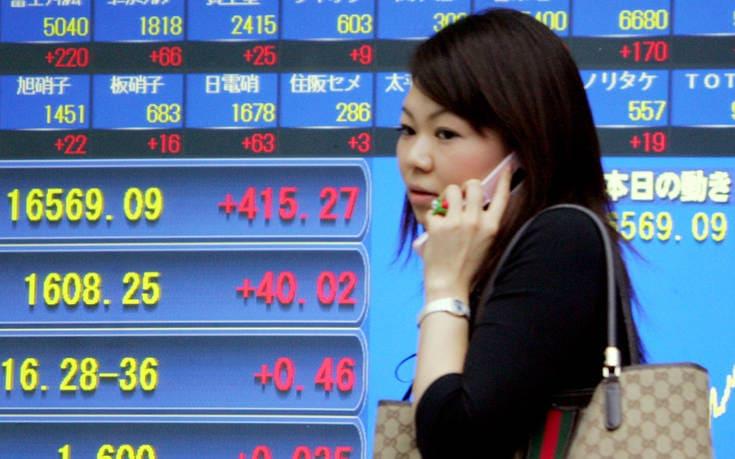 Ιαπωνία: Εργοδότες απαγορεύουν σε εργαζόμενες να φορούν γυαλιά