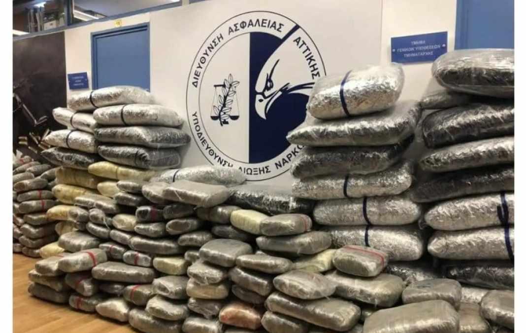 Κόρινθος: Βουνό από ναρκωτικά μέσα σε βανάκι – Ένας ανήλικος ανάμεσα στους συλληφθέντες