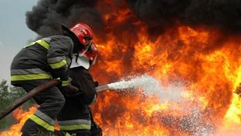Σε Εξέλιξη μεγάλη φωτιά σε εργοστάσιο στη Βόχα