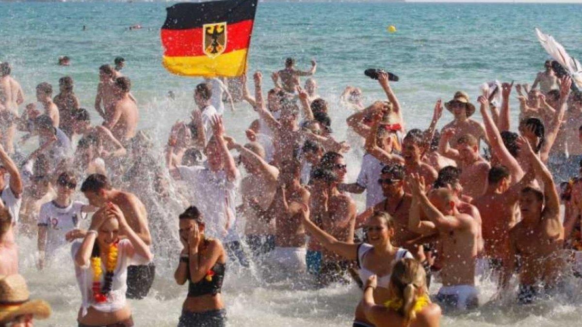 Απίστευτο! Έλληνας δημοσιογράφος ρίχνει νερό στο μύλο της Μέρκελ για να μην έρθουν Γερμανοί τουρίστες στην Ελλάδα!