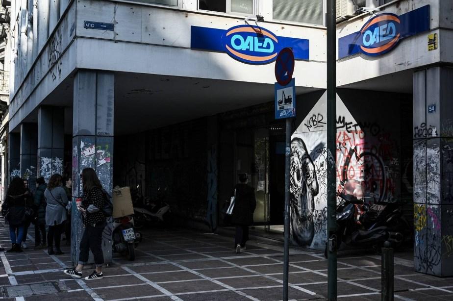 ΟΑΕΔ: Από Δευτέρα η πληρωμή των 400 ευρώ στους μακροχρόνια ανέργους