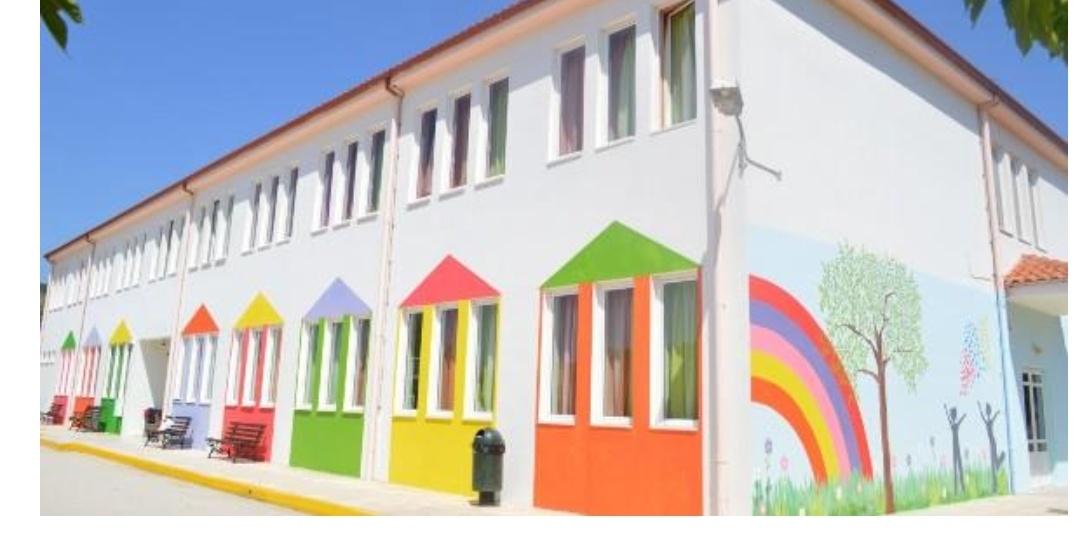 Γονιός στην Περαχώρα έβαψε το το σχολείο του παιδιού του εθελοντικά και το έκανε υπέροχο!