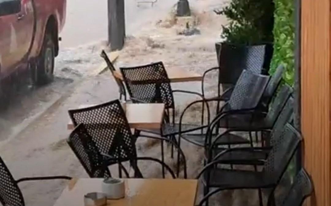 Πλημμύρισαν δρόμοι στα Αθικια