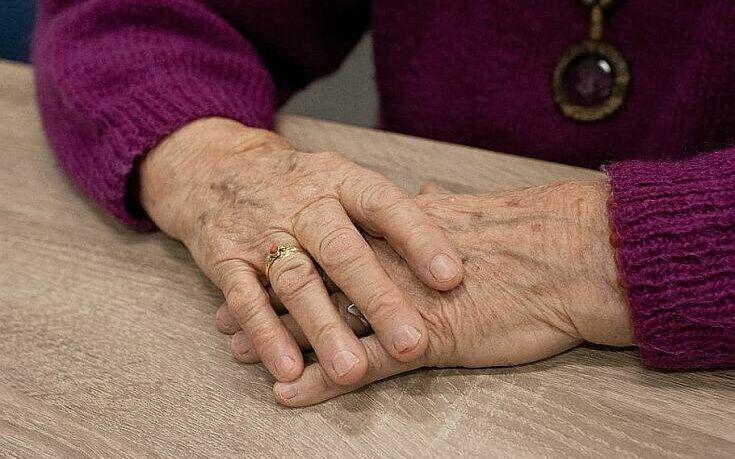 Βαρύ το κόστος της καραντίνας για τους ηλικιωμένους