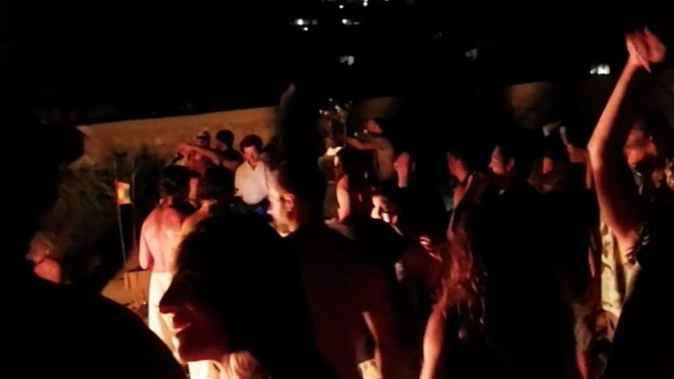 Καθηγητής Βατόπουλος: Στην Ελλάδα από πάρτι θα την πάθουμε